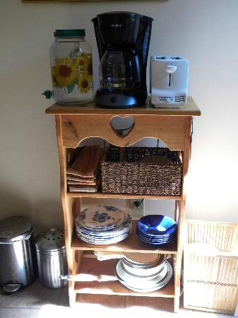 Frogs Way Bed and Breakfast: Frog's Way kitchen amenities