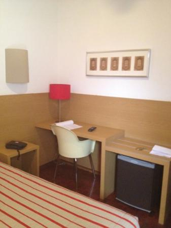 Costa do Sol Residencial: desk in the room