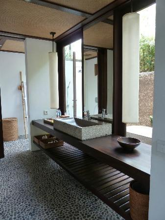 Jeeva Klui Resort : Amra Villa Downstairs Bathroom