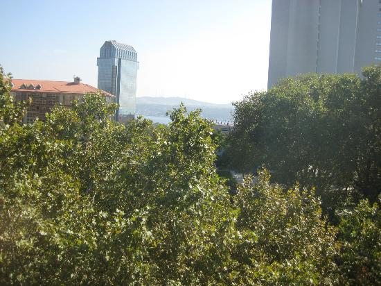 Taxim Suites: Our view of the Bosphorus from Park Suite 6th floor