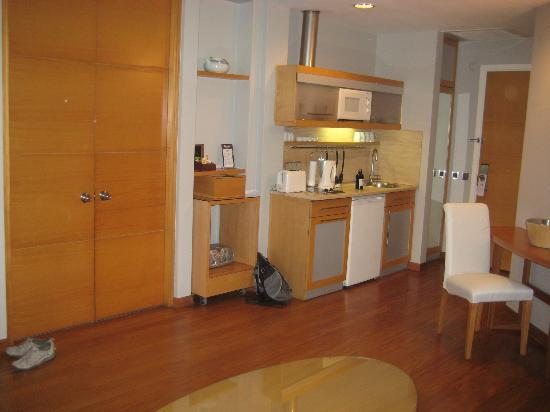 Taxim Suites : Kitchen area