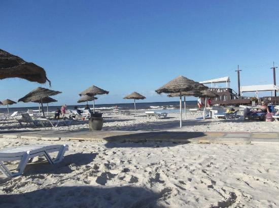 Sahara Beach Hotel: beach