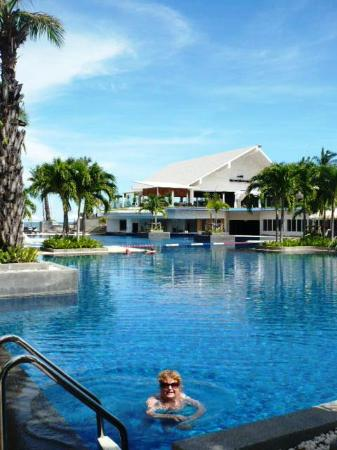 Novotel Hua Hin Cha Am Beach Resort and Spa: Enjoying the Pool at the Novotel Huahin