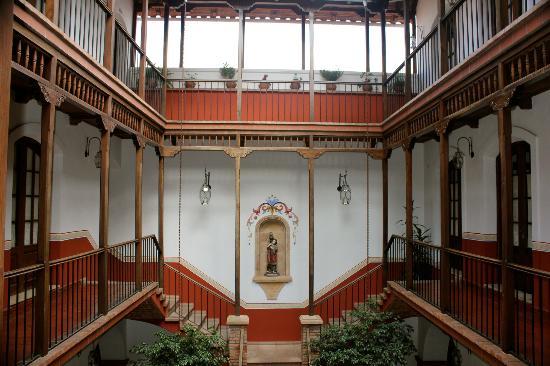 Parador Santa Maria la Real: Patio Rojo