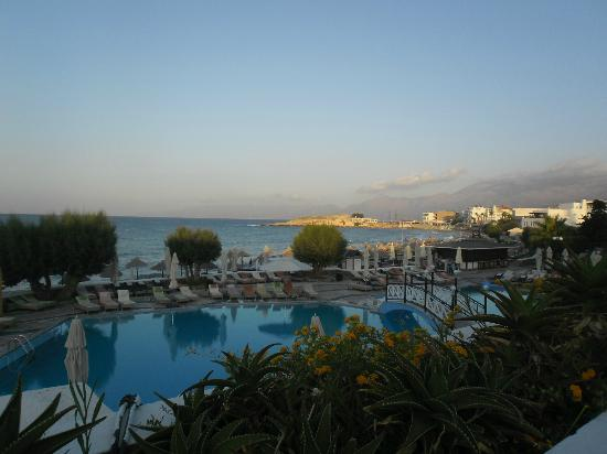 Creta Maris Beach Resort: View from romantic bar terrace, beautiful