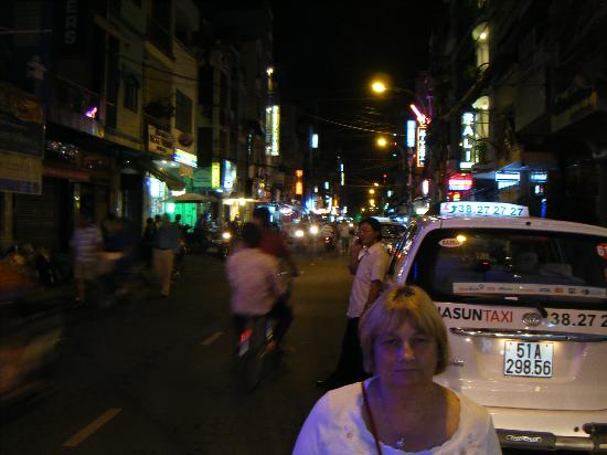 Beautiful Saigon Hotel: THE STREET AT NIGHT..!