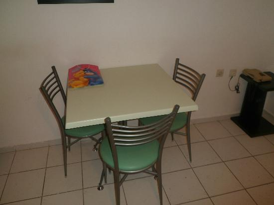 La Maison Apartments: Table for three? Lol.