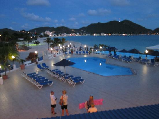 Sonesta Great Bay Beach Resort, Casino & Spa: View of property at night