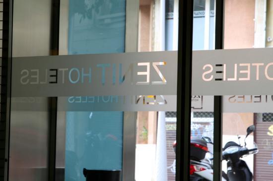 Hotel Zenit Borrell: Hotel entrance