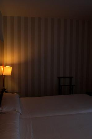 Hotel Zenit Borrell: Bed