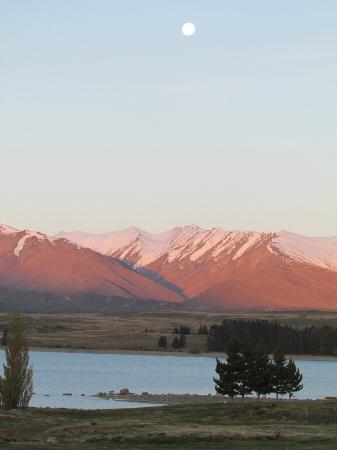 Lake Tekapo Village Motel: Evening