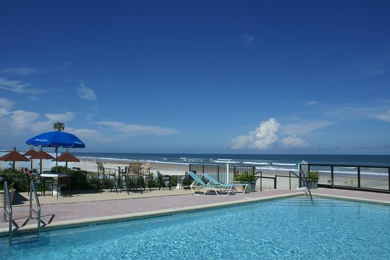 Daytona Shores Inn and Suites: Pool Area