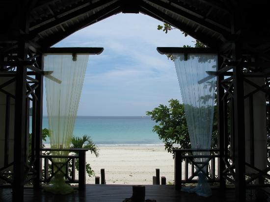 Bunga Raya Island Resort & Spa: on-beach dining