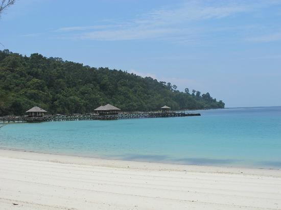 Bunga Raya Island Resort & Spa: View of jetty from beach