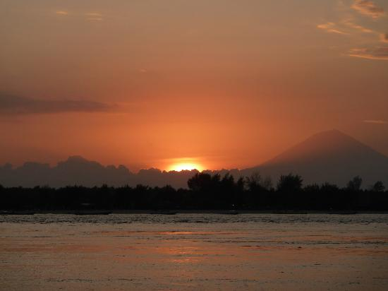 MAHAMAYA Gili Meno: Sunset over Bali