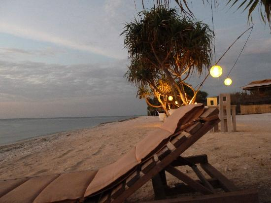 MAHAMAYA Gili Meno: The beach at sunset