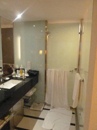 Seri Pacific Hotel: bathroom