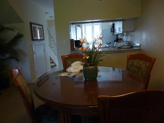 Paniolo Greens Resort: Dining/Kitchen on main floor