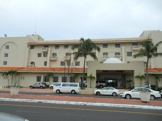 Fiesta Inn Veracruz Boca del Rio: Fachada de Día