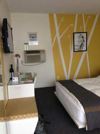 Jupiter Hotel: Metro room