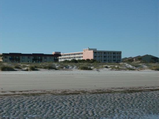 Holiday Isle Oceanfront Resort : Southside, note the 4th and 5th floor nearer to the beach would offer a better beach view.