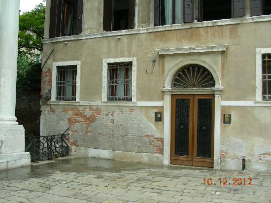 Friendly Venice: Front door - Venetian charm at it's best!!