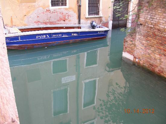 Friendly Venice: Canal view