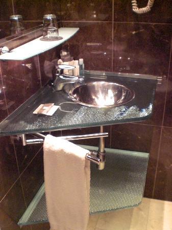 هوتل كونستانزا: lavabo 
