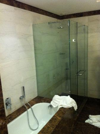 Melia Genova: Nice Bathroom