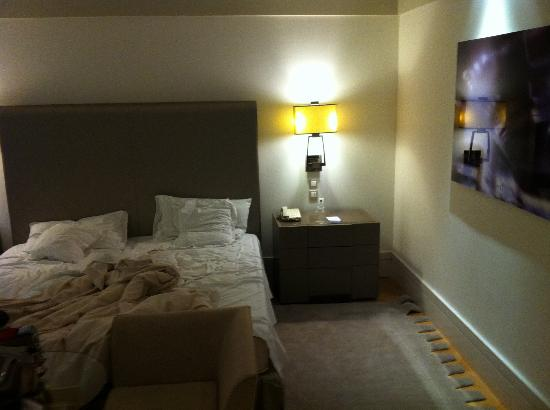 Melia Genova: Classy room
