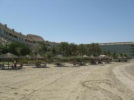 Al Raha Beach Hotel: View from end of Beach