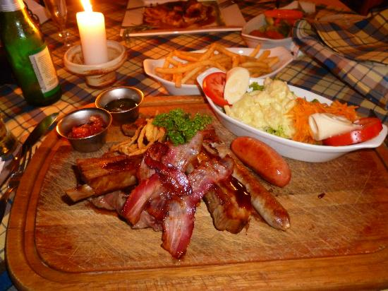 Hotel Bergland: Plato BBQ Mixto