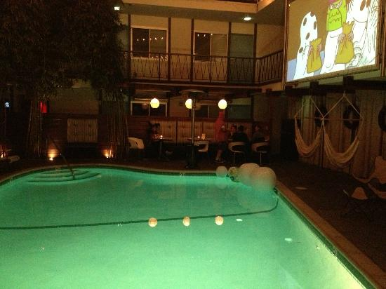 The Pearl Hotel: Pool at night