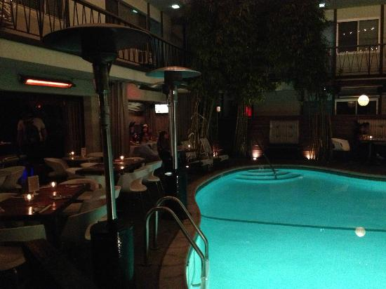 The Pearl Hotel: Pool/restaurant area