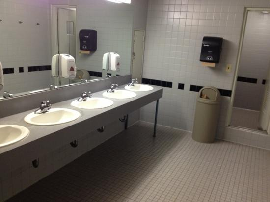 The Vanderbilt YMCA: Toilettes