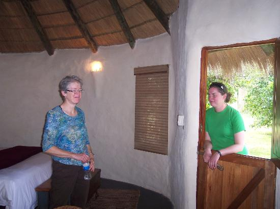 Chrislin African Lodge: Dutch doors (with security system)