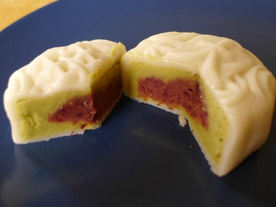 Taipan Bakery : the inside filling of a snowy mooncakes from Taipan