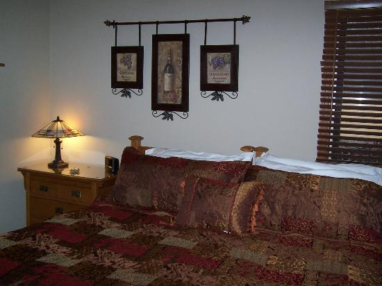 Hidden Lake Bed and Breakfast: Wine Country Suite
