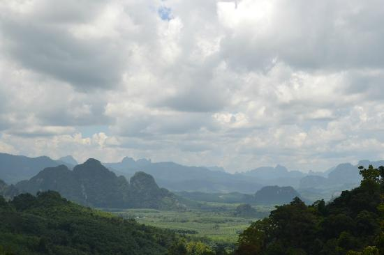 Surat Thani, Tailandia: Picture taken at the Khao Sok view point