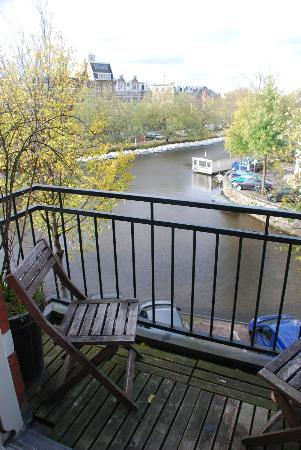 Tulipa Bed & Breakfast: View from our room - Canal Suite