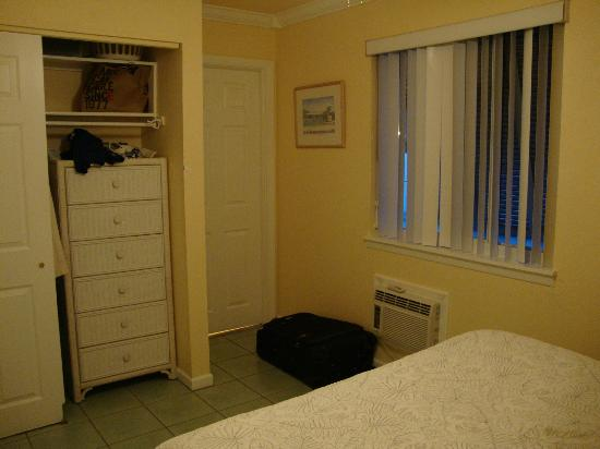 Tradewinds Beach Resort: Bedroom