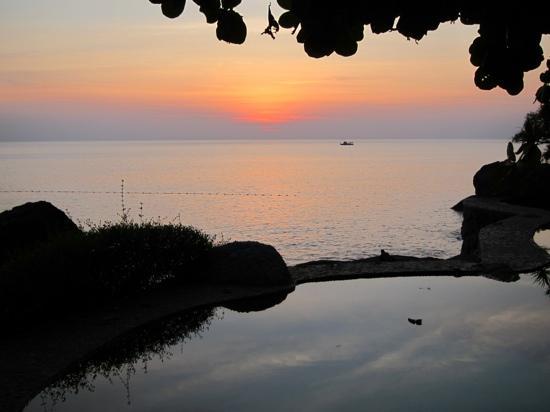 โรงแรมหม่อมตรี วิลล่า รอยัล: Sunset at Happy Hour