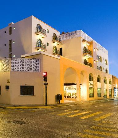 Hotel Colonial: FACHADA PRINCIPAL