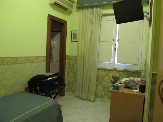 Hotel Nice: room