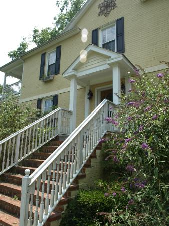 Shenandoah Manor Bed and Breakfast: Manor Entrance