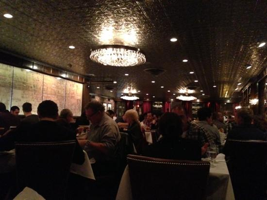 Moishes Steakhouse : Good ambiance