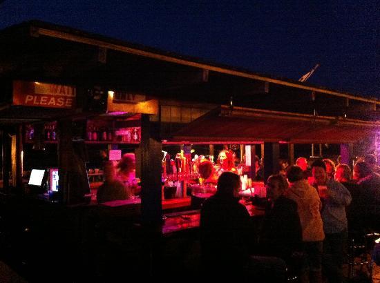 Upper Deck Sports Bar & Grill: Skybox Bar