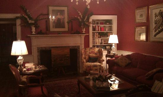 Cuthbert House Inn: Main Parlor
