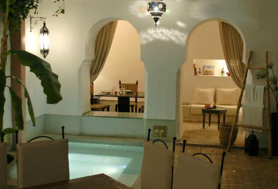 Riad Tawargit: Le grand patio et son jacuzzi