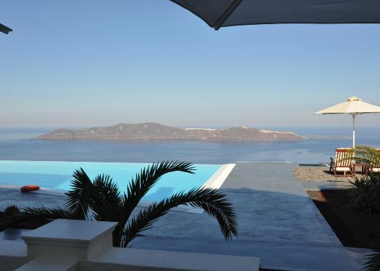 Anastasis Apartments: Entrance View